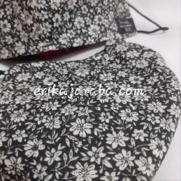 Mascarilla (HIDROFUGA-ANTIBACTERIA) Adulto flores crema fondo negro